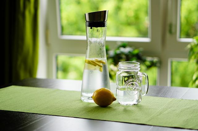voda s citronem.jpg