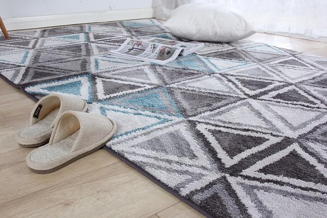 koberec, polštář, papuče.jpg