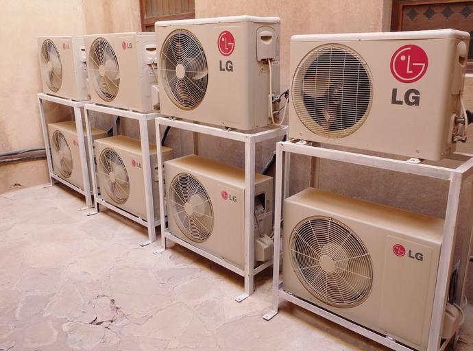 klimatizace s ventilátory